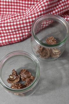 The best chocolate dessert for Christmas: Rocher layer dessert - crush and laye. - The best chocolate dessert for Christmas: Rocher layer dessert – crush and layer with a knife. Lemon Desserts, Mini Desserts, Summer Desserts, Summer Recipes, Fall Recipes, Holiday Recipes, Dessert Recipes, Holiday Appetizers, Christmas Desserts