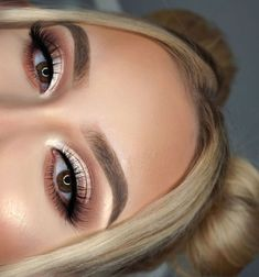 neutral soft brown eye makeup look tutorial for the fall – green makeup – – Make Up Orange Eye Makeup, Neutral Eye Makeup, Neutral Eyes, Green Makeup, Black Makeup, Smokey Eye Makeup, Skin Makeup, Eyeshadow Makeup, Dead Makeup
