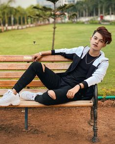 """""""Where you movin?"""" I said, """"Onto Better Things""""🌹 Cute Boy Photo, Photo Poses For Boy, Teen Photo, Boy Poses, Holi Photo, Look Adidas, Mens Photoshoot Poses, Sister Poses, Teen Celebrities"""