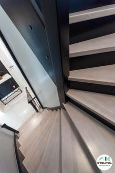 Połączenie naturalnego drewna bielonego z czarnym kolorem kryjącym. Dodatkowa zabudowa między policzkami oraz pod schodami. Stairs, Home Decor, Stairway, Decoration Home, Room Decor, Staircases, Home Interior Design, Ladders, Home Decoration