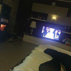 Il #Relax  #buonanotte#relax#casa#letto#stufa#taverna#home#calore#tv#echisialza#night#photo#details#italy#rimini by ari_g07