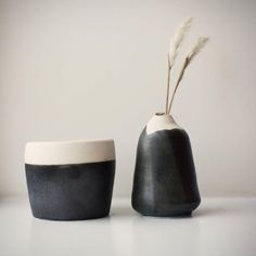 pompelska: arthuravenue: Gun metal nice - the modern pottery studio Ceramic Clay, Ceramic Pottery, Earthenware, Stoneware, Wabi Sabi, Pots, Pottery Sculpture, Modern Ceramics, Pottery Studio