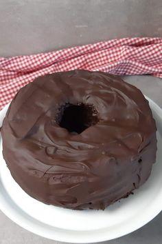 Rotweinkuchen wie bei Oma! Mit extra viel Schokolade drum herum #Rotweinkuchen Chef Recipes, Easy Peasy, Good Food, Favorite Recipes, Desserts, Chocolate, Cake, Sweet, Drinks