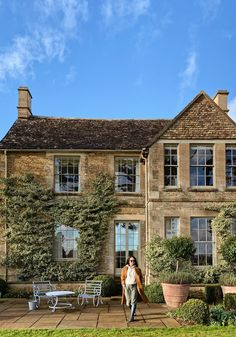 My UK journey continues and concludes in Lechlade, the southern edge of the Cotswolds and home to the ever magnificent Thyme hotel. It's a bittersweet couple of days as I wrecked over the idea of… Century Hotel, Travel Supplies, Local Pubs, Hotel Reception, In Season Produce, Green Fields, English House, Tasting Room, Lush Green