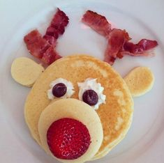 Rudolph Pancakes Rudolph Pancakes - Christmas Morning Breakfast Ideas That Your Kids Will Love - Photos Christmas Snacks, Christmas Brunch, Christmas Goodies, Christmas Baking, Holiday Treats, Holiday Recipes, Christmas Holidays, Christmas Pancakes, Santa Pancakes