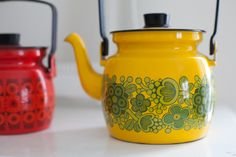 enamel kettles- I have the yellow design in a two handeled casserole- its such a fun print.