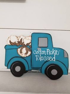 This old style pickup is loaded down with cotton. Summer Crafts, Fall Crafts, Crafts To Make, Diy Crafts, Burlap Door Hangers, Fall Door Hangers, Burlap Signs, Wood Signs, Christmas Wood