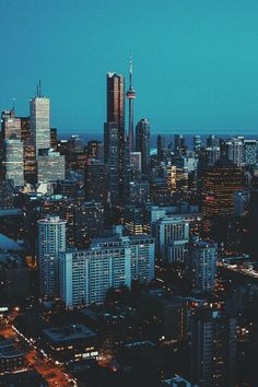 Gorgeous picture of Toronto Toronto Skyline, Toronto City, Toronto Photography, Urban Photography, City Aesthetic, Travel Aesthetic, City Landscape, Urban Landscape, Torre Cn