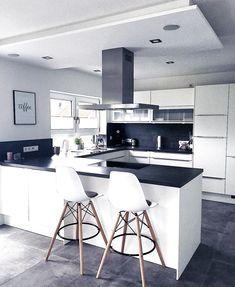 Modern Kitchen - Online Store Focusing on the latest kitchen gadgets Kitchen Furniture, Kitchen Interior, New Kitchen, Kitchen Decor, Minimalist Modern Kitchens, Modern Kitchen Design, Home Decor Shops, Home Kitchens, Kitchen Remodel