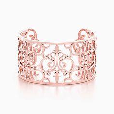 Pulseira cuff Tiffany Enchant™ em metal RUBEDO™, média.
