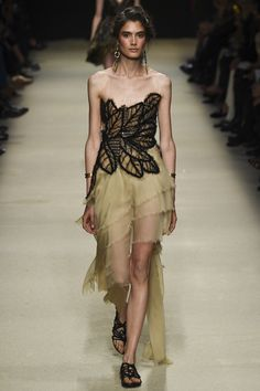 Alberta Ferretti Spring 2016 Ready-to-Wear Collection Photos - Vogue http://www.vogue.com/fashion-shows/spring-2016-ready-to-wear/alberta-ferretti/slideshow/collection#59