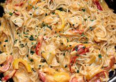 Sajtos-csirkés fajitas spagetti | Alajuli receptje - Cookpad receptek Meat Recipes, Whole Food Recipes, Cooking Recipes, Easy Cooking, Healthy Cooking, In Defense Of Food, Vietnamese Street Food, Food Lab, Pub Food