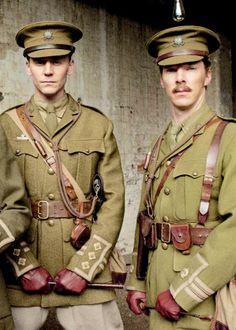 【オフスクリーン】『戦火の馬』でのベネさん&トムヒ。軍服ぅ…! http://tmblr.co/ZF8HBt1AZFWQu #仲良しetc pic.twitter.com/Ff6KrkyY3M
