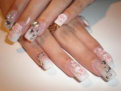 déco ongles mariage avec strass et dessins de roses