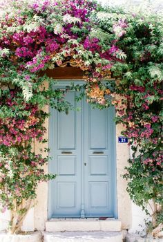 alaçatı, izmir, türkei: uploaded by Old Doors, Windows And Doors, Garden Gates, Doorway, Entrance, Beautiful Places, Home And Garden, Outdoor Decor, Alacati Turkey