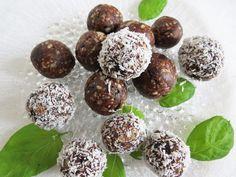 Kookosraakapallot jälkiruoaksi Plum, Fruit, Ethnic Recipes, Food, Essen, Meals, Yemek, Eten