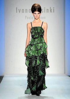 Ivana Helsinki veti salin täyteen New Yorkin muotiviikoilla Helsinki, 2000s Fashion, Marimekko, Finland, Evening Dresses, New York, Culture, Gowns, Green