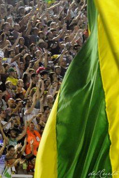 Para comemorar o Dia Nacional do Samba, um momento de catarse e as palavras de um mestre. Dicas da programação comemorativa no Rio de Janeiro? No Rumo no Facebook @no_rumo no Twitter Foto de Valéri...