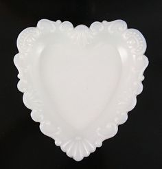 Westmoreland Milk Glass Heart Shaped Pin Tray Westmoreland Glass, Fenton Glass, Vintage Dishes, Glass Dishes, Vintage Pottery, Carnival Glass, Glass Collection, Antique Glass, Colored Glass