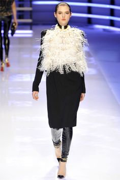 "Alexandre Vauthier - Fashion - Jacket - Fur ""…He Made you garments.."" Surah Nahl, 81 ""….giyimlikler de Var etti..."" Nahl Suresi, 81"