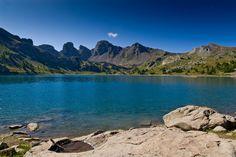 Sommets, canyons, gorges et lacs... La France recèle de paysages grandioses qui parfois vous transportent à l'autre bout du monde. Partez avec nous à la découverte de paysages à couper le souffle... pas si loin de chez vous !