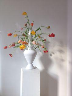 Tulip vase / tulipiere 'Isphahan'  Design by Ronald van der Hilst for Mobach Ceramics, Utrecht