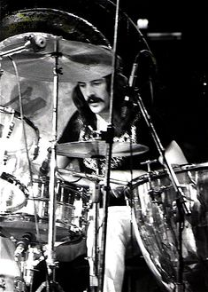 John Bonham - Led Zeppelin (Madison Square Garden 1975), by Dina Regine - CC BY-SA 2.0