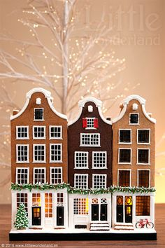 Incredible Gingerbread Houses That I'm Never Going to Make Brownstone Townhouse Gingerbread Houses Stay At Home Mum Gingerbread House Designs, Gingerbread Village, Christmas Gingerbread House, Noel Christmas, Christmas Treats, Gingerbread Cookies, Christmas Decorations, Gingerbread House Template, Xmas