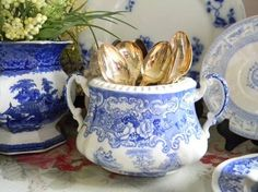 Beautiful vintage bleu and white china double handled, open sugar bowl. Measures 7 x Marked Athena BISTO, this lovely open bowl can be used for some wonderful displays with ivy, spoons or yes, even sugar. Blue And White China, Blue China, Love Blue, Blue Dishes, White Dishes, Dresser La Table, Dose, White Decor, Vintage China