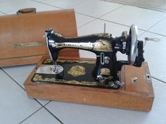 """Victor"" handcrank. Singer 15 clone. This is not a 140-year-old machine; the design is far too modern. The badge may be completely unrelated to the 19th century ""Victor"" sewing machine company."