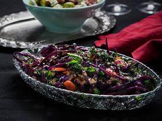Kålsallad med tahinidressing. Recept: http://www.tasteline.com/Recept/Kalsallad_med_tahinidressing