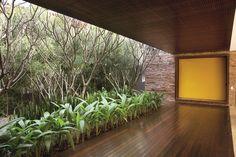 São Paulo -  Studio Guilherme Torres e Alex Hanazaki para o paisagismo.