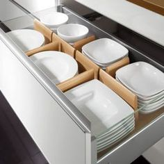 Organizador de // Kitchen Organization Boston Spaces - contemporary - cabinet and drawer organizers - boston - Your German Kitchen Kitchen Room Design, Kitchen Cabinet Design, Modern Kitchen Design, Home Decor Kitchen, Interior Design Kitchen, Nobilia Kitchen, Modern Kitchen Cabinets, Kitchen Tables, Kitchen Things