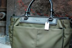 The New Coach bags.... I'm in love!Super Cheap! Only $61.99! | See more about coach bags, coaches and bags. Gossip Girl Fashion, Look Fashion, Fashion Boots, New Fashion, Fashion Online, Womens Fashion, Fashion Trends, Street Fashion, Fashion News
