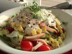 Chefsalat, ein sehr schönes Rezept mit Bild aus der Kategorie Eier & Käse. 17 Bewertungen: Ø 4,1. Tags: Eier oder Käse, einfach, Fleisch, Gemüse, Salat, Schnell