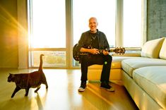 Peter Frampton and his kittycat celebrate the return of his lost Gibson Les Paul after three decades.