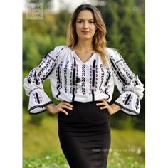 ie sibiu chemise roumaine embroidered blouse Bohemian Tops, Bohemian Style, Ethnic Fashion, Womens Fashion, Folk Costume, Peasant Blouse, Embroidered Blouse, Outfits, Clothes