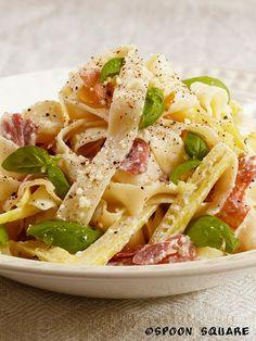 Pasta z prosciutto i fasolkąszparagową Prosciutto, I Foods, Food Photography, Spaghetti, Pasta, Ethnic Recipes, Noodle, Pasta Recipes, Pasta Dishes