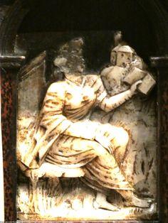 Museo de Bellas Artes de Bilbao. Escritorio-atril de taracea alemana. Augsburgo, S XVI. Figura alegórica.   Bilbao Fine Arts Museum. Desk-stand of German marquetry. Augsburg, S XVI allegorical Figure