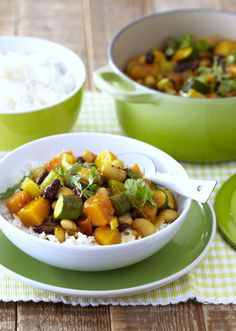 Our delicious Vegetable & Bean Curry with Basmati rice - packed with goodness! Curry In A Hurry, Rice Pack, Beans Curry, Healthy Sides, Recipe Of The Day, Meals, Dinner, Vegetables, Cooking