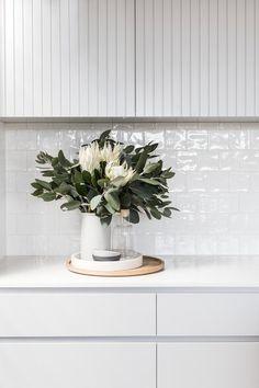 49 Totally Adorable Modern Kitchen Cabinets Design Ideas - My Design Fulltimetraveler Refacing Kitchen Cabinets, Modern Kitchen Cabinets, Kitchen Cabinet Design, Modern Kitchen Design, Interior Design Kitchen, Modern White Kitchens, Kitchen Soffit, Kitchen Cupboard, Kitchen Drawers