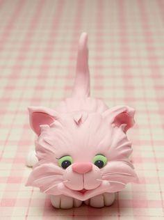Kitty Jubilee ~ pink kitty cake topper from Cakes & Sugarcraft Magazine Chat Fondant, Fondant Toppers, Fondant Figures, Fondant Cakes, Kitten Cake, Kitten Party, Cat Cake Topper, Cake Topper Tutorial, Deco Cupcake