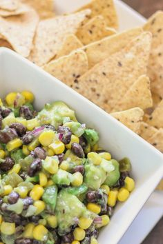 This avocado dip is healthy as it is tasty. You& love the fresh mix of avocado, black beans, and corn. Mexican Food Recipes, Vegetarian Recipes, Cooking Recipes, Healthy Recipes, Avocado Dip, Avocado Salat, Yummy Appetizers, Appetizer Recipes, I Love Food