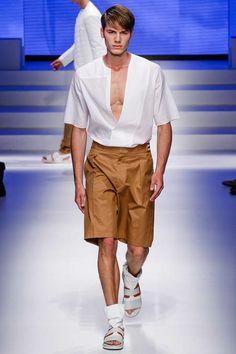 How to wear men's fashion trend: Bermuda SALVATORE FERRAGAMO SPRING 2014 #FASHIONTREND; #MEN #SPRING2014 #BERMUDA; #SHIRT; #WHITE; #RUNWAY; #FASHIONWEEK; #FASHION; #FASHIONBLOG; #BLOGGER; #FASHIONBLOGGER; #MEN; #MENFASHION; #STYLE