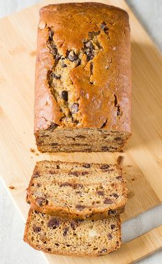 Peanut Butter-Banana Bread with Chocolate Chips - made this into muffins. Peanut Butter Banana Bread, Chocolate Chip Banana Bread, Chocolate Chip Recipes, Banana Bread Recipes, Chocolate Chips, Banana Nut, Just Desserts, Delicious Desserts, Yummy Food