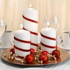 25 Red and White Christmas Decoration Ideas Need some cool ideas and inspiration to decorate your home this holiday Season? Check out these 25 Red and White Christmas Decoration Ideas and have fun! Noel Christmas, Christmas Candles, All Things Christmas, White Christmas, Christmas Crafts, Rustic Christmas, Elegant Christmas, Christmas Ideas, Christmas Quotes