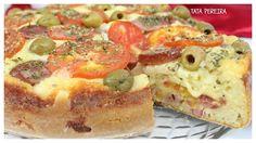 TORTA-PIZZA❤LANCHE FACIL = Os ingredientes são: 4 ovos 1/2 xícara (chá) de óleo 3 xícara (chá) de farinha de trigo 1 xícara 1/2 (chá) de leite Sal (a gosto) 1 colher (sopa) de fermento em pó RECHEIO: 1 xícara (chá) presunto picado 1 gomo de linguiça calabresa cortada em rodelas 2 tomates cortado em rodelas 3 xícara (chá) de muçarela ralada Azeitonas verdes (a gosto) Polvilhe orégano (a gosto)