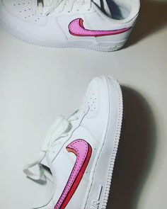 Love is in the air 🥰💕 I LOVE this pair of sneakers and had so much fun customizing a Valentine's Day swoosh! Dr Shoes, Nike Air Shoes, Hype Shoes, Custom Painted Shoes, Custom Shoes, Nike Custom, Air Force One Shoes, Nike Air Force 1, Tenis Nike Air