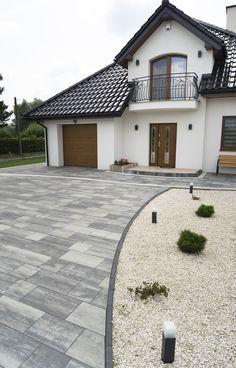Modern Driveway, Driveway Design, Backyard Sheds, Backyard Patio Designs, Dream House Exterior, Exterior House Colors, Village House Design, Home Landscaping, Garden Landscape Design