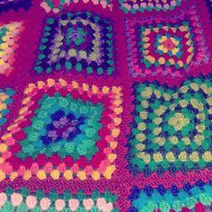 sleeping @ my lovely friend @petrab86 #haken #haakinuitvoering #gehaaktesprei #grannysquare #virka #virking #häkle #häkeln #diy #vintage #retro #handmade #crochet #crocheting #crochetblanket by jootje31